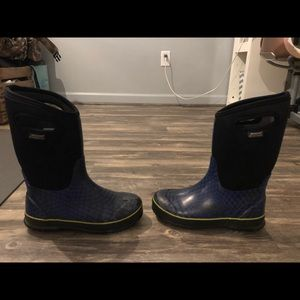 Boys black and blue bogs boots